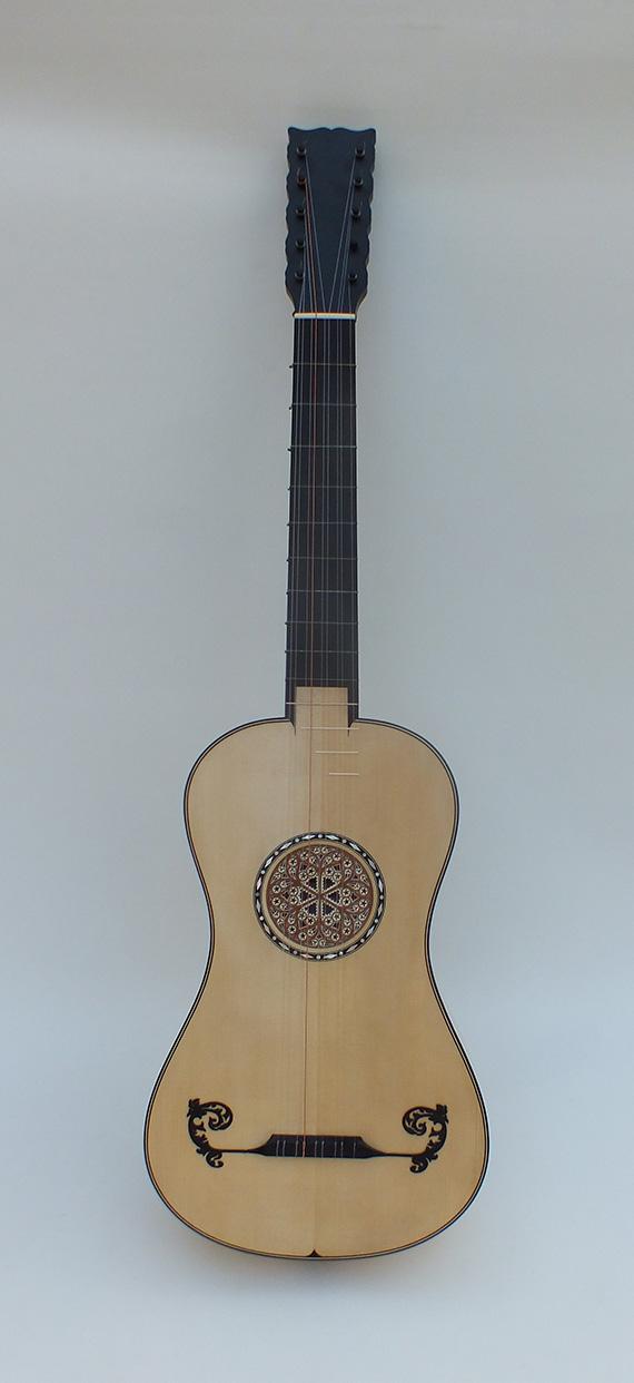 Guitare-baroque-front-Stradivari-1700
